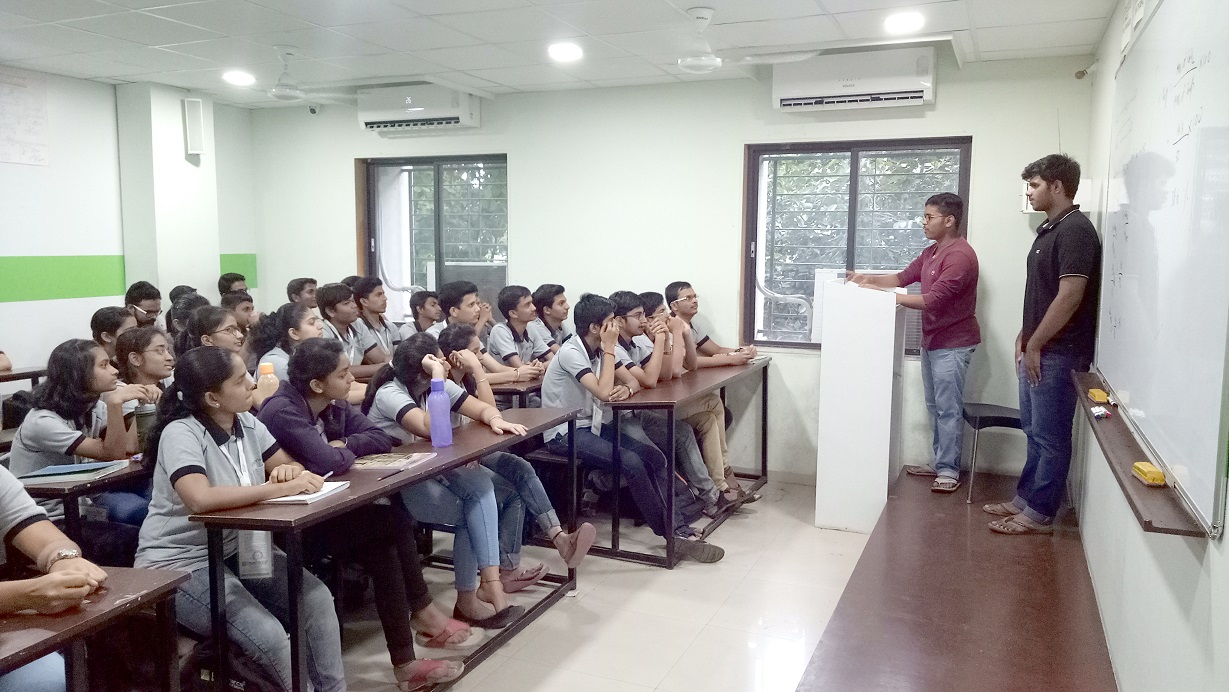 NEET topper of Nashik Centre delivers a Lively interractive Session